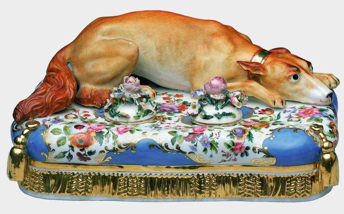 Французский фарфоровый чернильный прибор любителя собак Александра II./Фото: pbs.twimg.com