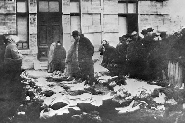 Трупы евреев, жертв погрома 22 октября 1905 года в Одессе, на кладбище./Фото: elibrary.com.ua