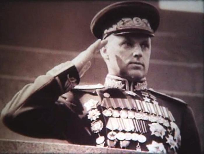 Рокоссовский командует парадом победы./Фото: russian7.ru