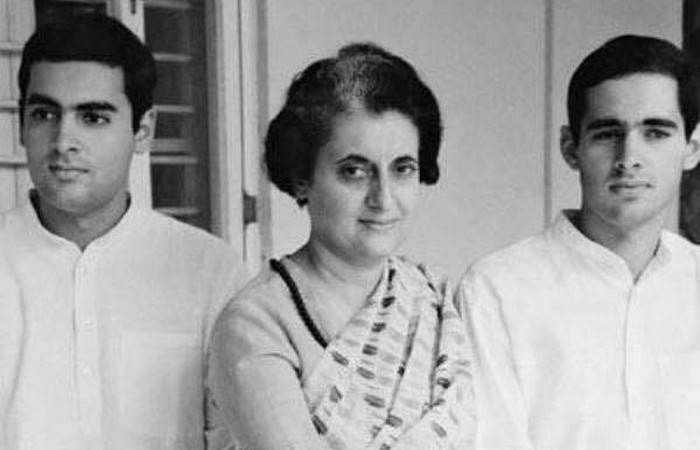 Индира Ганди с сыновьями./Фото: love-psy.ru
