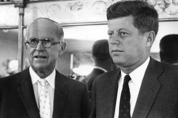 Джозеф Кеннеди с сыном Джоном Кеннеди./Фото: hsl.guru