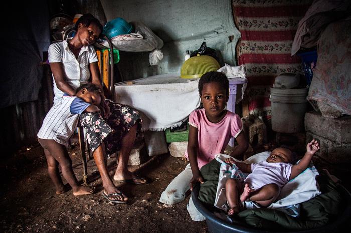 Гаитяне продают в рабство своих детей, чтобы спасти их от голодной смерти./Фото: www.endslaverynow.org