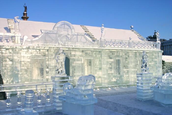 В 2006 году в Петербурге на Дворцовой площади был построен ледяной дворец - точная копия хором, возведенных во времена Анны Иоанновны./Фото: b1.culture.ru