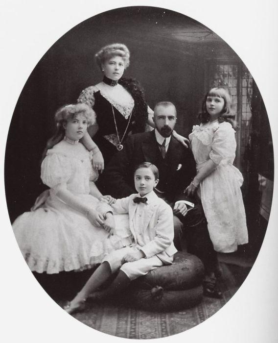 Софья Меренберг и Великий князь Михаил Михайлович./Фото: pbs.twimg.com