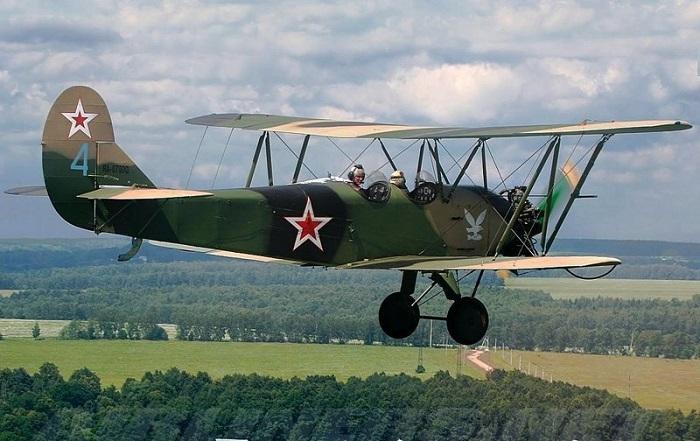 У-2 (ПО-2) мог совершать взлёт и посадку на самых малых аэродромах и даже на неподготовленных площадках./Фото: cn15.nevsedoma.com.ua