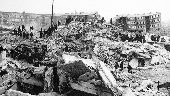 Поиски выживших под руинами. Армения. 1988 год./Фото: newizv.ru