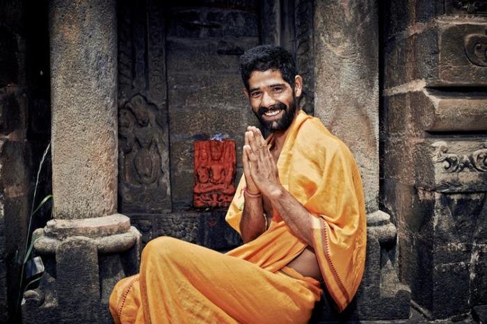 Индийское приветствие «намасте»./Фото: images.theconversation.com