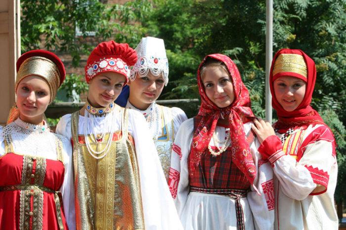 Так выглядят национальные русские костюмы. /Фото: irk.citifox.ru