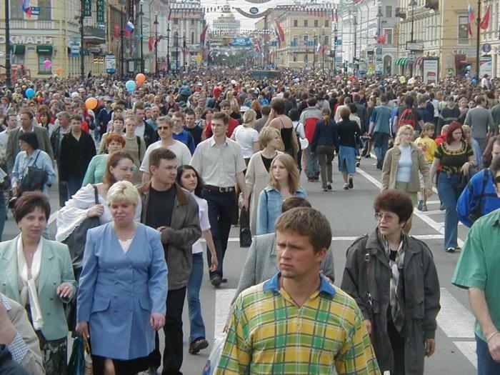 Неулыбчивые русские на улице./Фото: obshe.net
