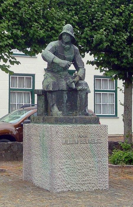 Памятник голландскому рыбаку, который научил мир есть селедку./Фото: static.panoramio.com