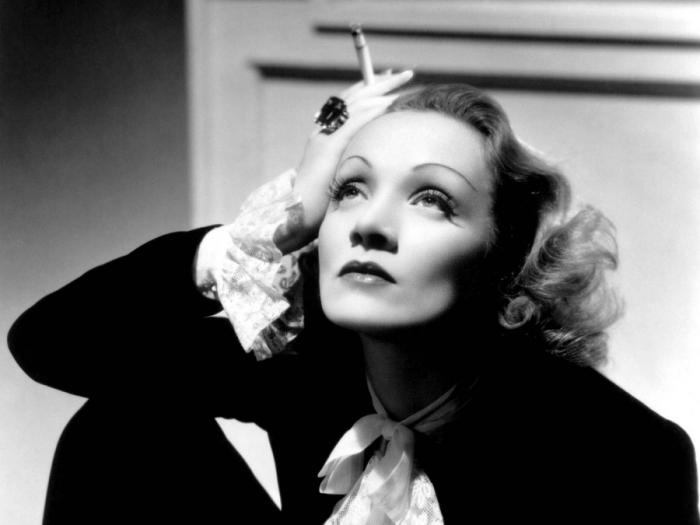 Великая актриса не расставалась с сигаретой./Фото: lime.apostrophe.ua