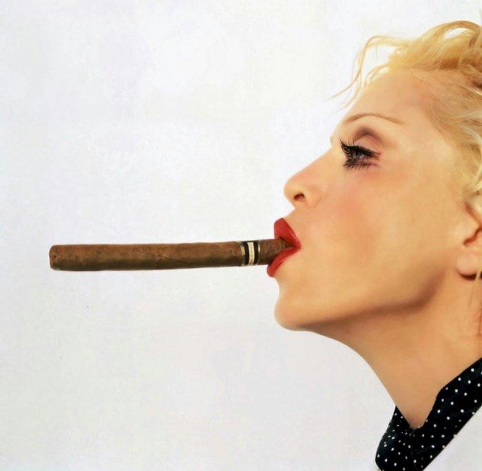 Мадонна тратит на сигареты до 50 000 долларов в неделю./Фото: interesnoznat.com