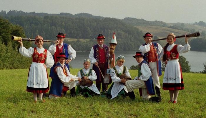 Кашубы в национальных костюмах./Фото: studentportal.pl