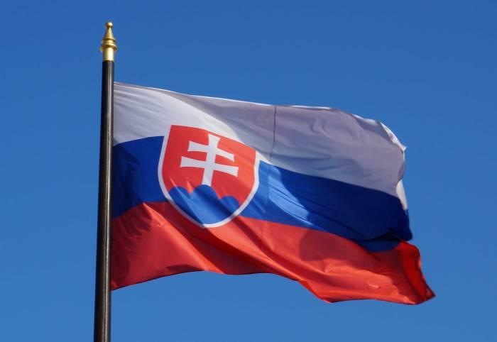 Красный, синий и белый - панславянские цвета, введенные на первом съезде славян в 1848 году./Фото: anothercitizenship.com