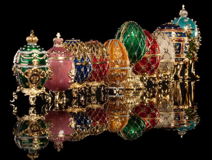 Почти все из 36 драгоценных яиц русского ювелира Карла Фаберже были проданы большевиками за границу./Фото: forumdaily.com