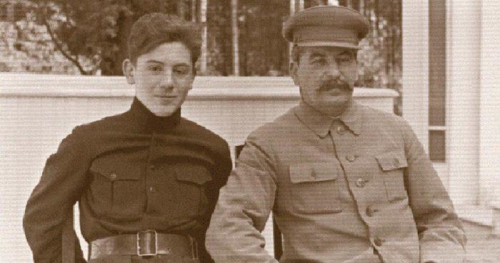 Василий часто пользовался авторитетом отца./Фото: quibbll.com
