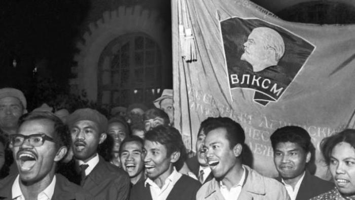 После обучения в СССР у выпускников оставались хорошие впечатления о стране пребывания./Фото: cccp.temadnya.com