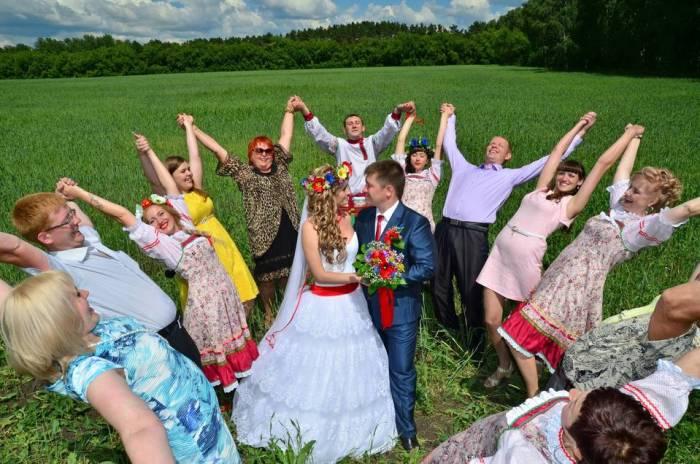 Сегодня каждая пара выбирает для себя, как праздновать свадьбу./Фото: wedwillow.ru
