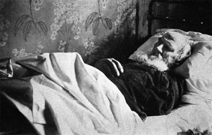 Толстой умер в возрасте 82 лет
