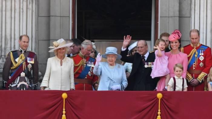 Королевская семья в сборе./Фото: ichef.bbci.co.uk