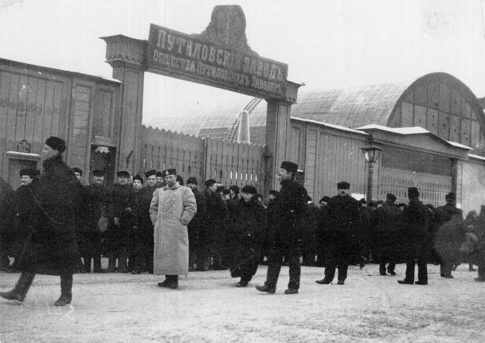 3 января 1905 года началась стачка на Путиловском заводе — забастовали все 12600 рабочих./Фото: ic.pics.livejournal.com