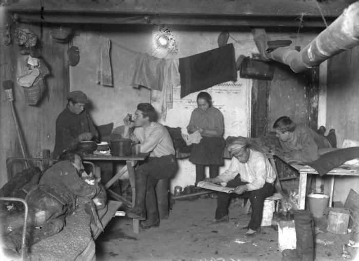 Быт рабочих в начале 20 века./Фото: fiesta.city.ru