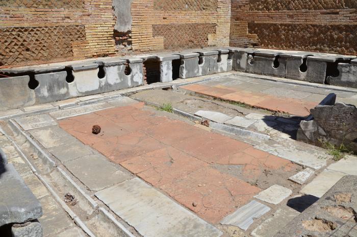Общественный туалет из Остии (Италия)./Фото: followinghadrian.files.wordpress.com
