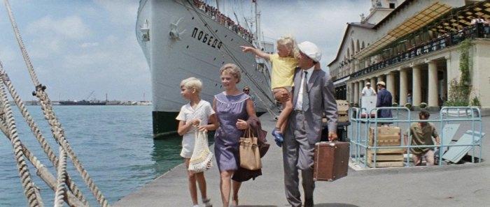 Самыми дорогими были круизные путешествия. Кадр из фильма «Бриллиантовая рука»./Фото: pics.imcdb.org