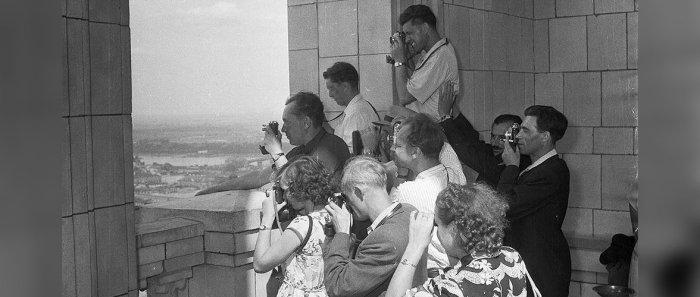 Советские туристы в Варшаве, 1955 год./Фото: g4.nh.ee