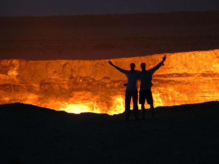 Пылающий кратер Дарваза в Туркмении./Фото: time-for-rest.com