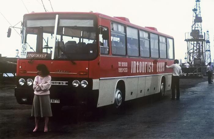 «Бегунки» перехватывали иностранцев у автобусов Intourist./Фото: focus.ua