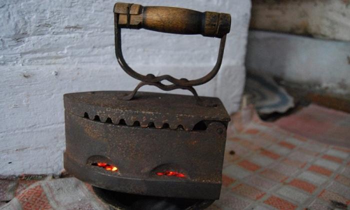 Угольный чугунный утюг./Фото: budvtemi.com