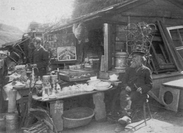 Лавка старьевщика. Фото начала XX века.