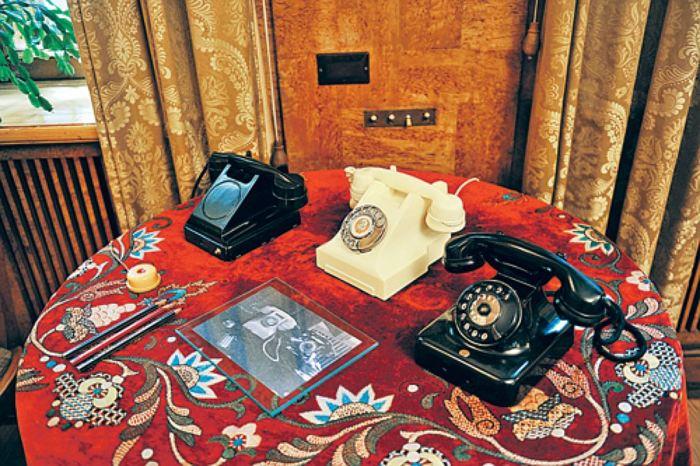 Чёрные телефоны Siemens на даче Сталина./Фото: s12.stc.all.kpcdn.net
