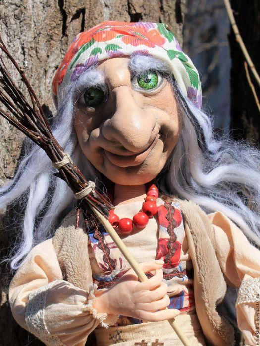 Сегодня Бабу-Ягу никто не боится, она воспринимается исключительно как сказочный персонаж./Фото: cs2.livemaster.ru