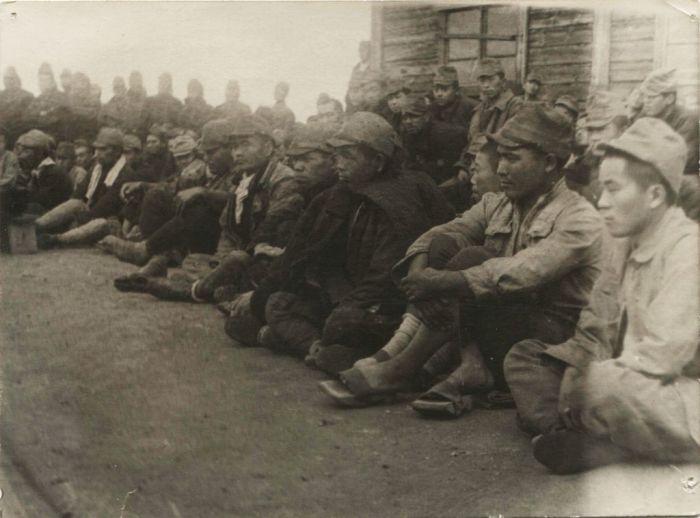 Военнопленные в лагере./Фото: zaidan-zenyokukyo-com.ssl-xserver.jp