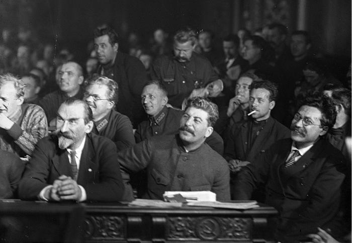 Сталин на XV съезде ВКП(б). Фото 1927 года