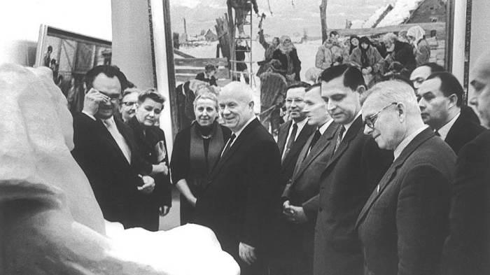 Никита Хрущёв на выставке «30 лет МОСХ» в московском Манеже. Фото 1962 года