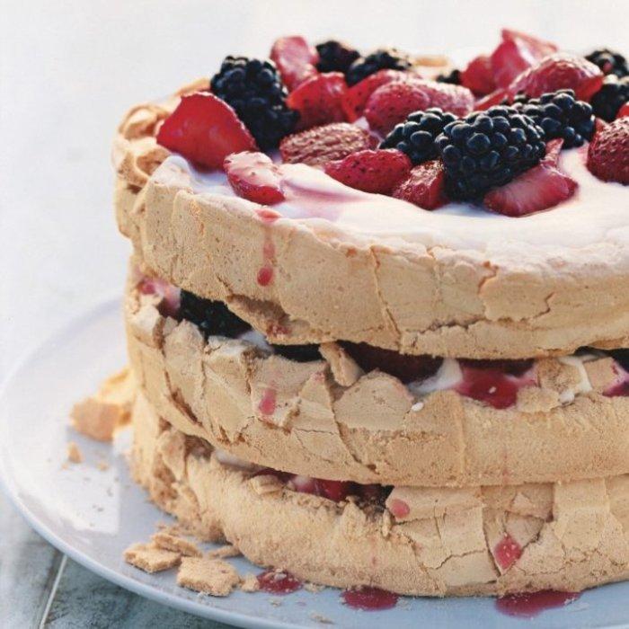 Один из стандартных вариантов торта «Павлова»