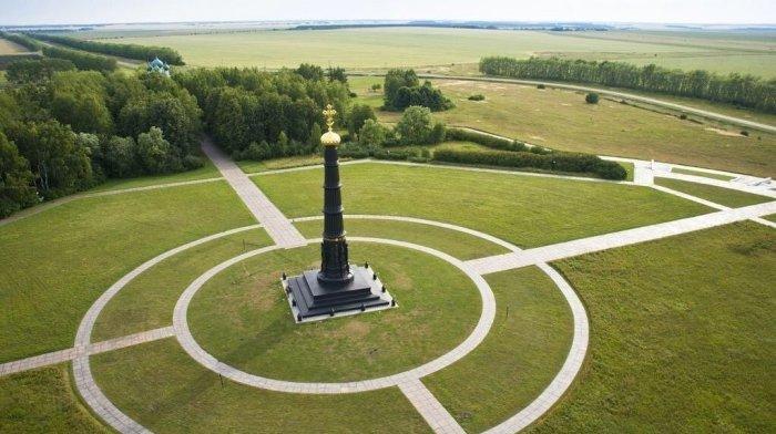 Чугунный обелиск архитектора Брюллова на Куликовом поле