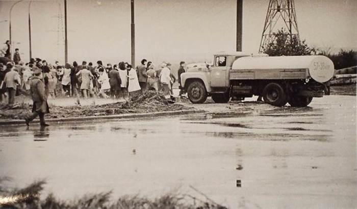 Разгон выставки пожарной техников. Из архива Михаила Абросимова