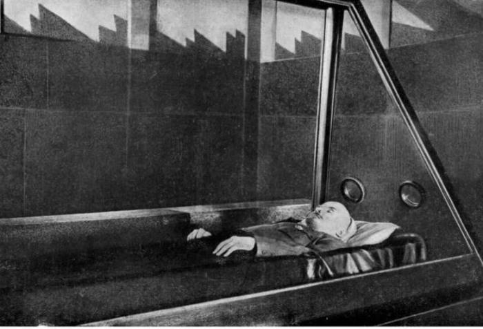 Старая фотография саркофага Ленина