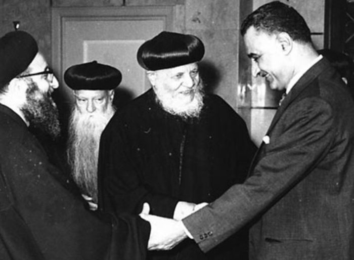 Президент Египта Гамаль Абдер Насер встречается с коптскими священниками. Фото 1965 года