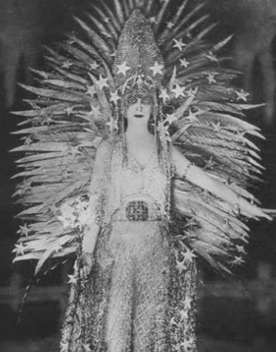Луиза Казати в костюме «Царица Ночи»./Фото: abcofstyle.ru