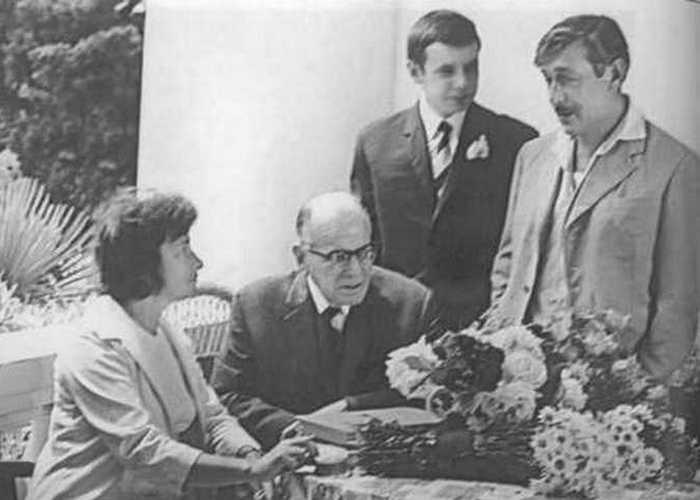 Маргарита Алигер, К. Паустовский с сыном, Виктор Некрасов./ Фото: e-reading.club