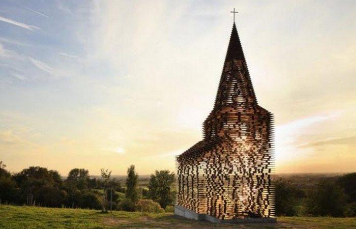 Необычная церковь «Чтением между строк».