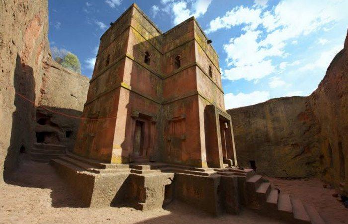 Необычные каменные церкви Лалибэлы.