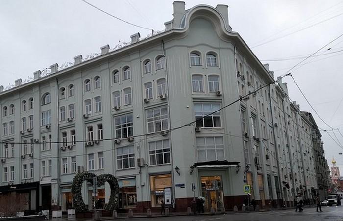 В этом здании находился самый «престижный» бордель Москвы 19-го века (гостиница «Англия»).libraries.io