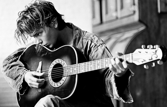 Ривер с гитарой./ Фото: ru.fanpop.com