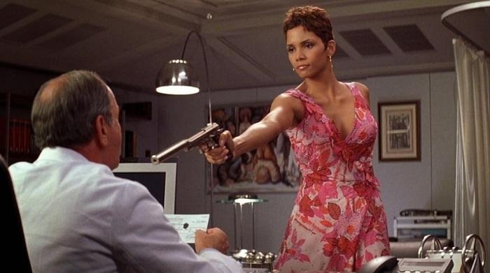 В фильмах Бондианы - сплошная игра на фетишах, например, на фетише опасной женщины.